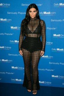 6c477f15 Kim Kardashian er Polokrage kjole er ikke skjule noe